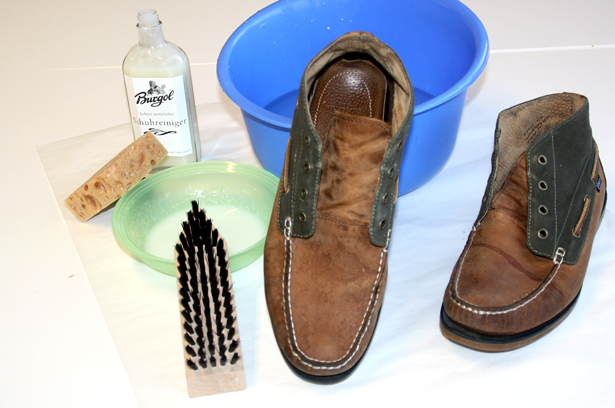 Schuhreiniger, Wasser, Bürste