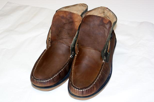 Gereinigte, nasse, Schuhe auf Spannern