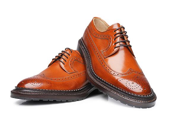Halbschuhe weiß Schnürung rund Schuhspitze brogues Lack