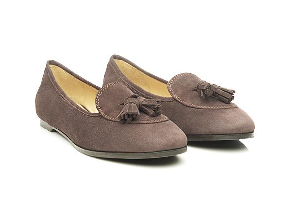 e2e5d365c289 SHOEPASSION.com – Modern women s tassel loafer in dark brown velours