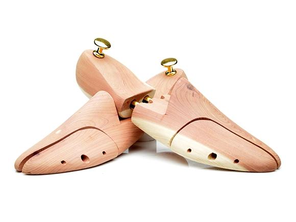 642c24238bd66a Hochwertige Zedernholz-Schuhspanner halten Schuhe in Form